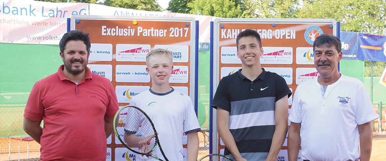 Anthony Holfeld aus Bohlsbach gewinnt nach sechs Matches die Herren-Konkurrenz